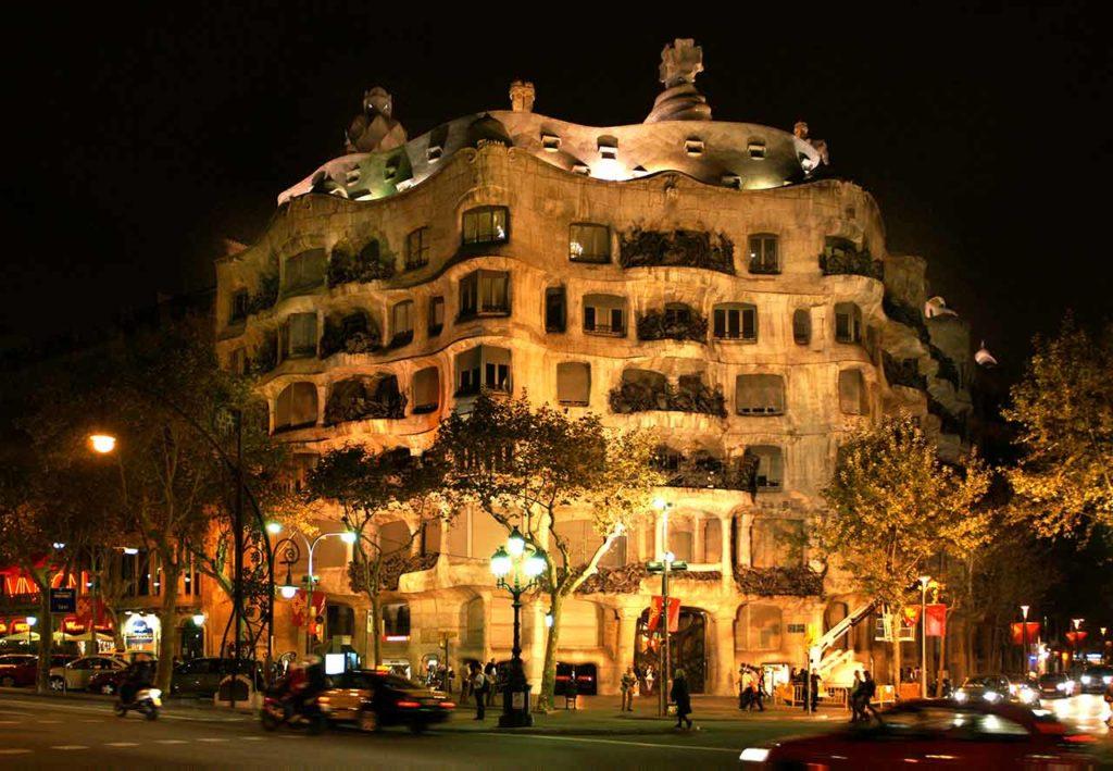 Casa Mila by Night | Entrée, tarifs et tickets